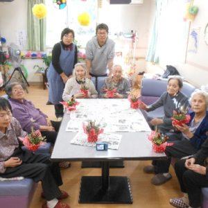 居室で花束作り